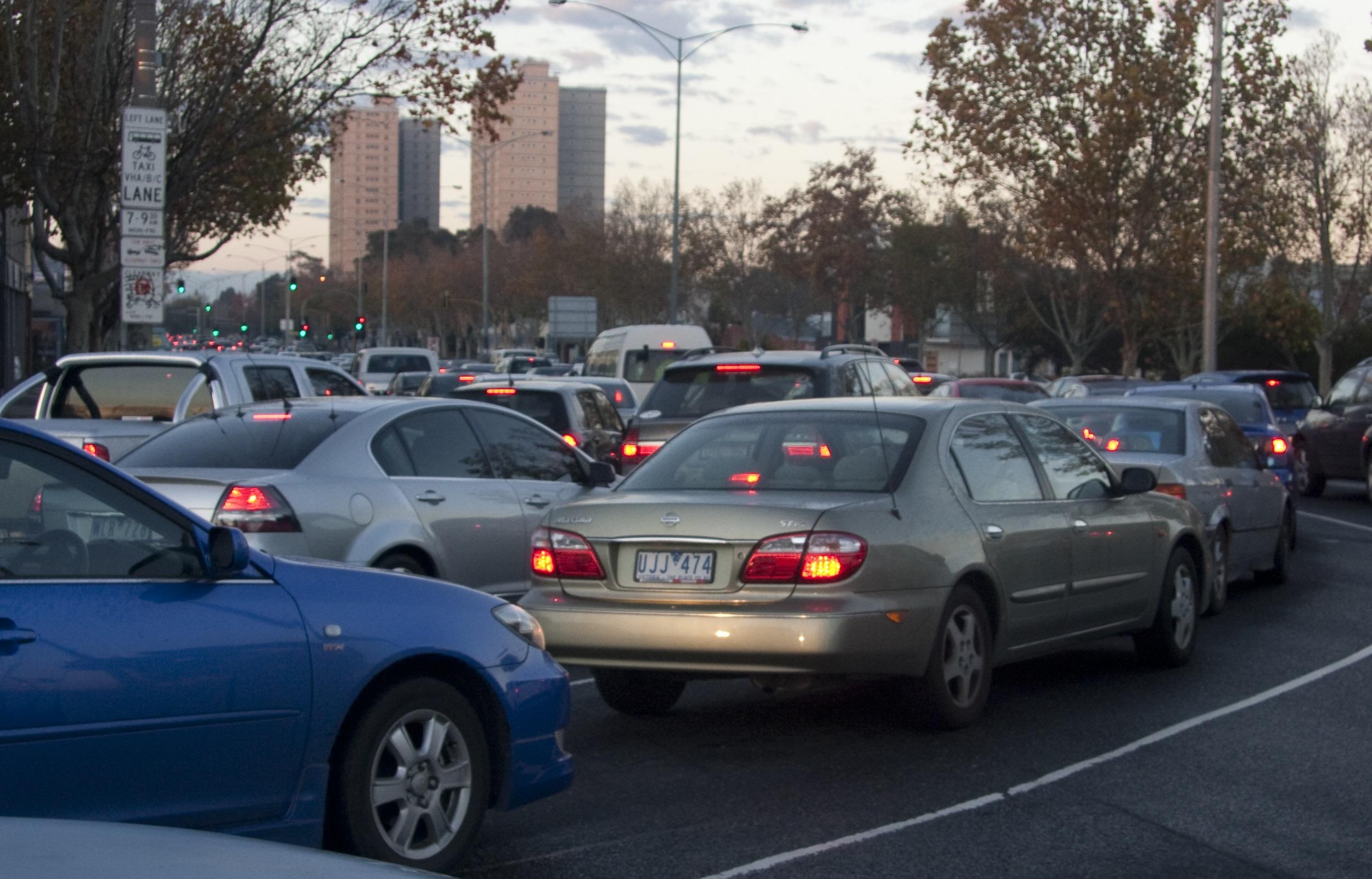 Cars turning into Hoddle Street